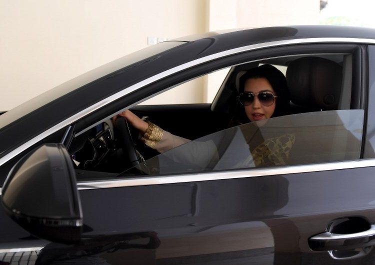Ahora que ya es legal: Uber y Careem contratarán a miles de mujeres como choferes en Arabia Saudita