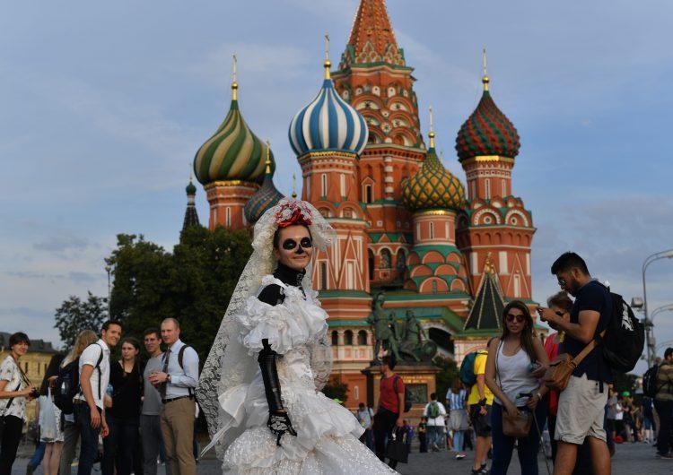 Comunistas rusos impiden a mexicanos celebrar el Día de los Muertos en la Plaza Roja de Moscú