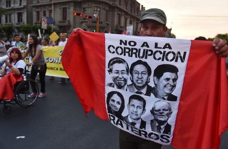 Fiscalía de Perú investiga a tres expresidentes acusados de recibir sobornos de Odebrecht