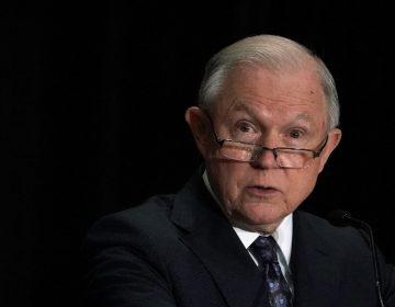 Víctimas de violencia doméstica y de pandillas no califican para obtener asilo, determina Fiscal de EE. UU.
