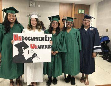 'Dreamers' de toga y birrete: la odisea para obtener un  título universitario