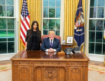 """Trump conmutó una sentencia a petición de Kim Kardashian. ¿A quiénes más ha """"perdonado""""?"""