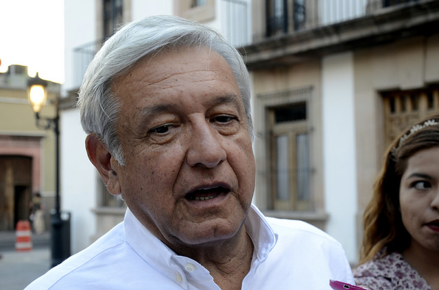 Adjudicación directa que dio López Obrador a Rioboo se impugnó ante la Contraloría capitalina; la denuncia no prosperó