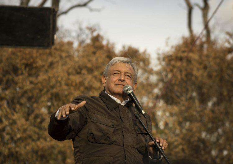 Imágenes falsas sobre eventos de López Obrador: un evento vacío en Nuevo León o un concierto de Green Day