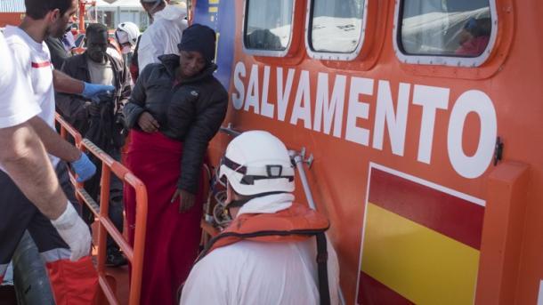 Rescatan a casi 700 migrantes y los cuerpos de 4 en costas españolas