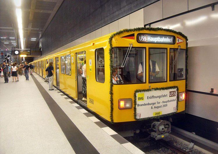 Apuñalan a dos turistas mexicanos mientras se transportaban en un tren de Berlín