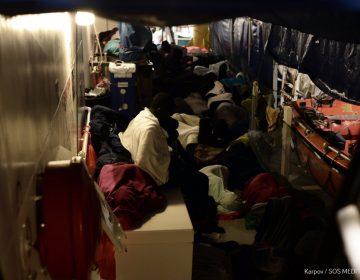 España hace lo que Italia y Malta no: acoge a 629 migrantes varados en el Mediterráneo