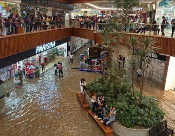 """Lluvias """"destapan"""" anomalías en obras públicas e inundan Zapopan y Guadalajara"""