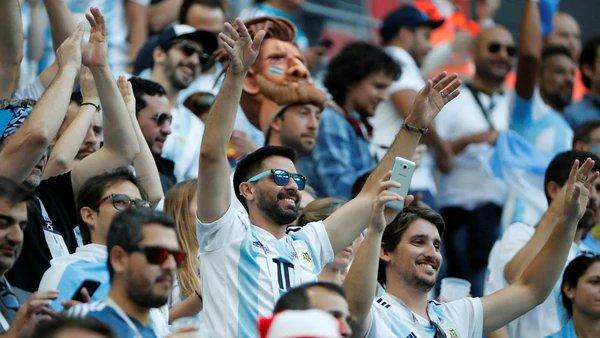 Argentinos se pierden en Rusia y Putin les regala boletos del Mundial