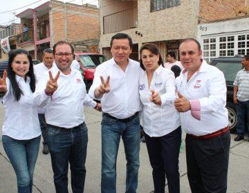 """Acompaña Osorio Chong a candidatos priistas en """"toca, toca"""""""