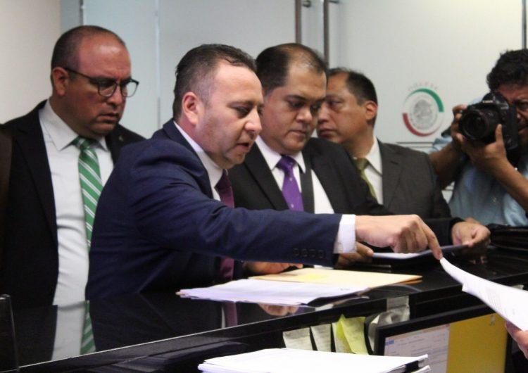 """""""El Bronco"""" envía con diputado del PRI propuesta """"mochamanos"""" al Congreso mexicano"""