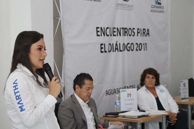 Expuso Martha Márquez propuestas ante empresarios y laicos