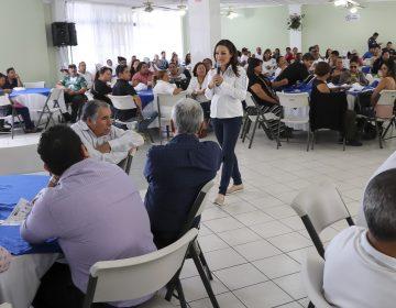 Respalda a Martha Márquez personal de apoyo a la educación
