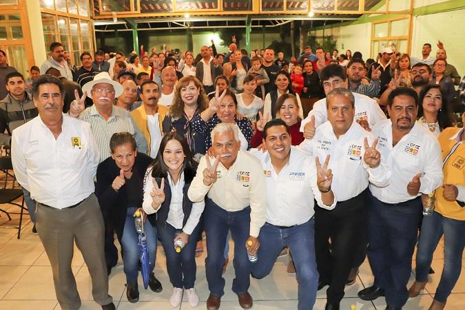 Respaldan maestros de Pabellón de Arteaga a Martha Márquez