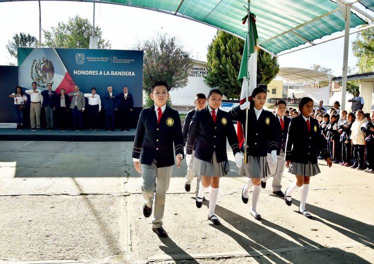 Visita el gobernador San José de Gracia y preside Honores a la Bandera