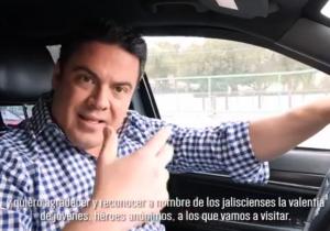 Gobernador de Jalisco maneja sin cinturón de seguridad, entidad con más muertes por accidentes automovilísticos