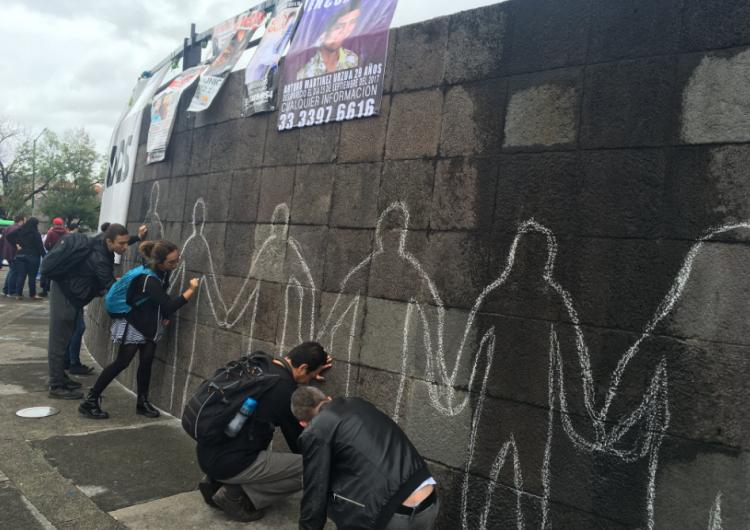 Homenajean estudiantes y académicos a miles de desaparecidos en Jalisco