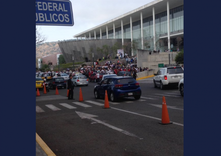 Paran labores empleados del Poder Judicial de Jalisco y exigen aumento salarial