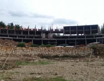 Clausuran construcción de hotel en Presa de La Boca en NL