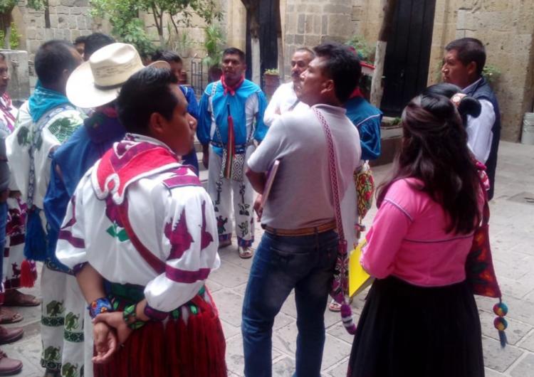 Sostienen wixárikas de Jalisco encuentro con autoridades federales y estatales