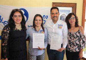 Firma Toño Martín del Campo pacto por la primera infancia