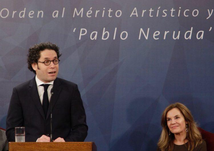 Por llevar la música al mundo, el director Gustavo Dudamel es condecorado por el gobierno de Chile