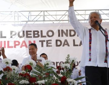 """Aumento a gasolina solo beneficia a la """"mafia del poder"""": AMLO"""