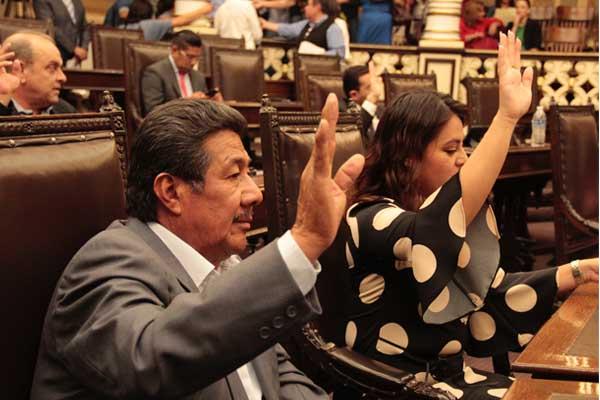 Congreso poblano coloca parches en comisiones por diputados chapulines