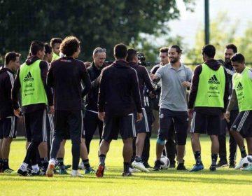 Maluma y su música acompañan a la Selección Mexicana en su primer entrenamiento en Moscú