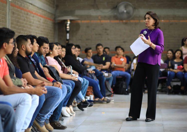 Intensifica Lorena Martínez acercamiento con jóvenes universitarios