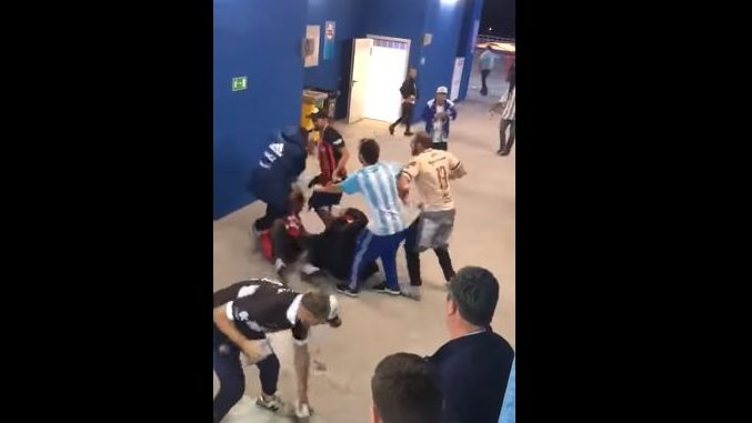 Cuatro aficionados argentinos serán expulsados de Rusia por golpear a croatas