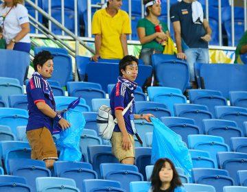 """Juego limpio: aficionados de Japón y Senegal """"limpian"""" estadios en Rusia tras partidos de sus equipos"""