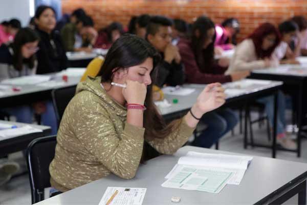 Jóvenes sin nivel mínimo en ciencias, lectura y matemáticas: SEP