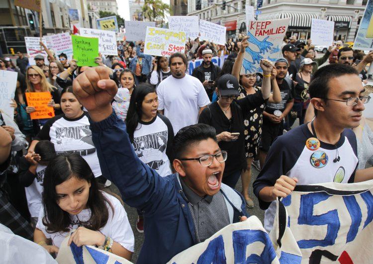 Estadounidenses salen a las calles a protestar contra las políticas migratorias de Trump