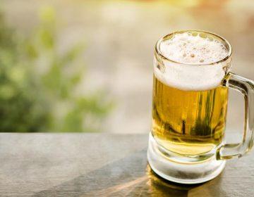 Estudio sugiere que beber alcohol podría perturbar las células que ayudan a prevenir el Alzheimer