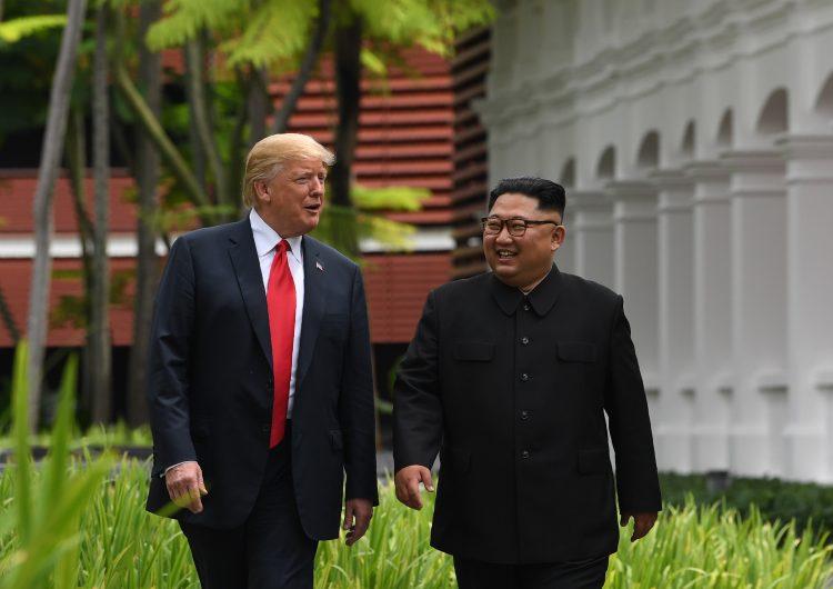 """Presume Trump en redes sociales el """"éxito"""" de su reunión con Corea del Norte"""