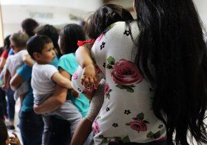 Por qué EE. UU. hace pruebas de ADN a niños y padres separados en la frontera