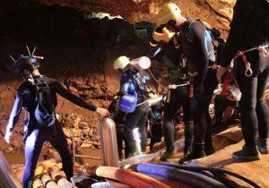Cuatro niños más salen de la cueva en el segundo día de rescate en Tailandia