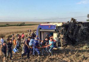 Un tren se descarrila en Turquía; reportan al menos 10 muertos y 73 heridos