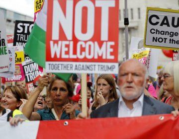 """Con """"bebé gigante"""", insultos y protestas: así reciben a Trump los británicos"""