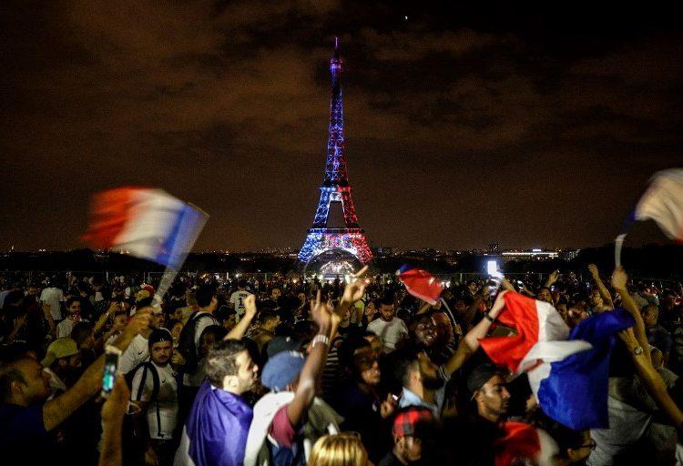 Dos muertos, saqueos y casi 300 detenidos, el saldo de las celebraciones por el Mundial en Francia