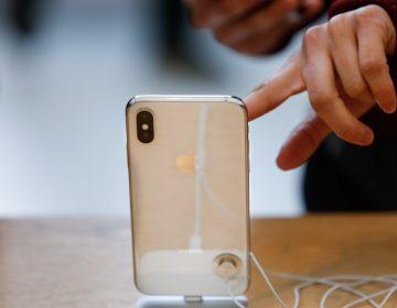 Mujer deja caer su iPhone desde 300 metros de altura… y lo encuentra sin rasguños