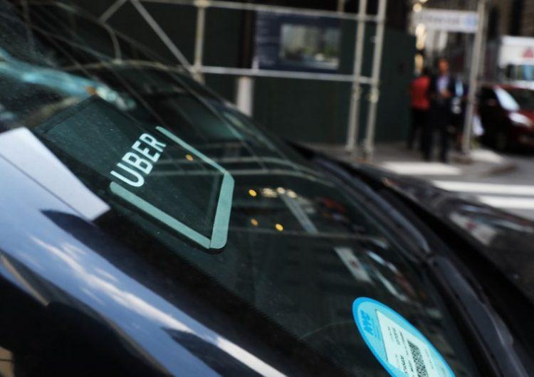 """¿Qué es el """"fraude de vómito""""? Conductores de Uber son acusados de estafar clientes"""