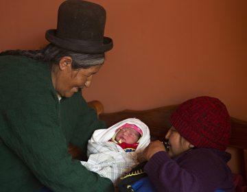 Las parteras que intentan reducir la mortalidad materna en Bolivia