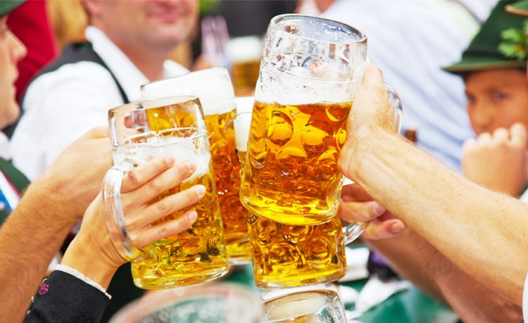 Alemania sufre doble: hay escasez de cerveza y una ola de calor