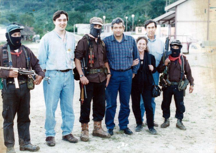 #EstoSíPasó: La fotografía que muestra a Cárdenas, AMLO y Rosario Ibarra de Piedra con zapatistas es verdadera