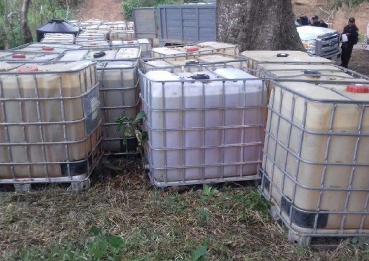 Impiden pobladores clausura de toma clandestina de gasolina en Tolosita, Oaxaca