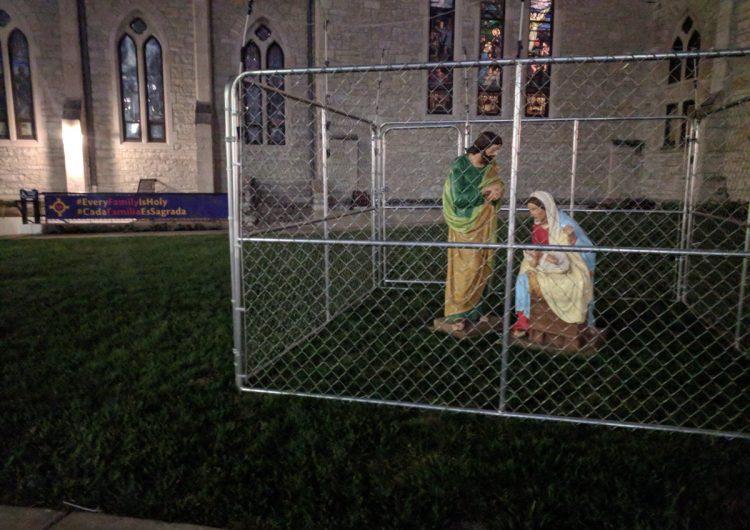 """Enjaulan a Jesús, María y José en protesta por la política de """"cero tolerancia"""" de Trump"""