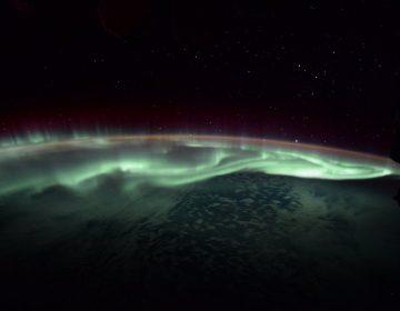 Así se ve una aurora polar desde el espacio (fotos y video)