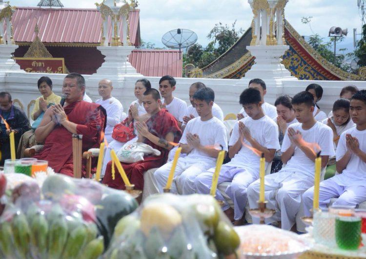 Los niños tailandeses rescatados se convertirán en monjes en honor al buzo voluntario fallecido